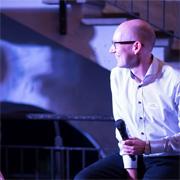 PRAXISFELD Mitbegründer Holger Schlichting beim Interview auf der Jubiläumsfeier