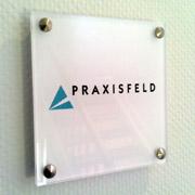 Türschild der Praxisfeld GmbH